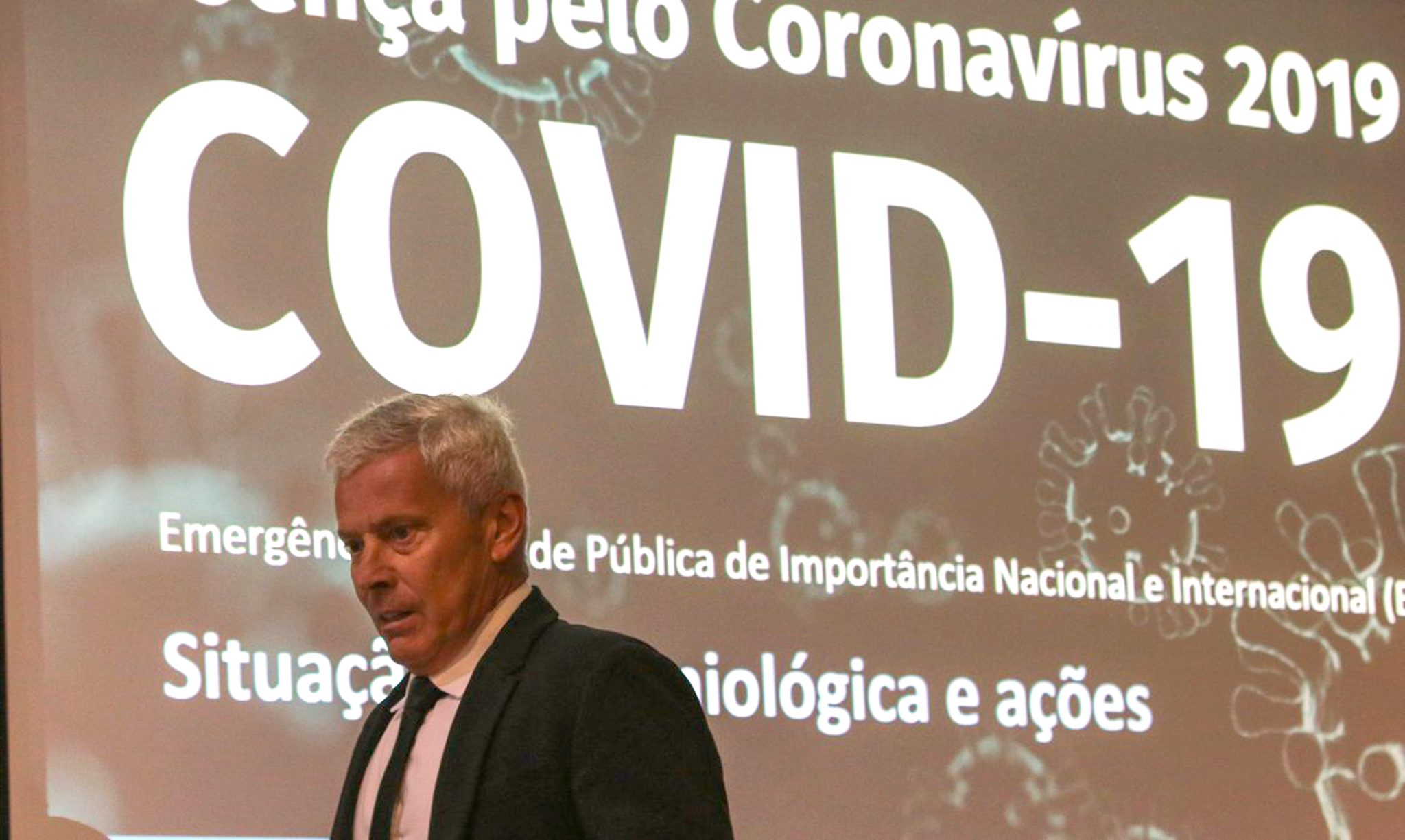 Governo de SP reúne 'experts' em Centro de Contingência de Coronavírus