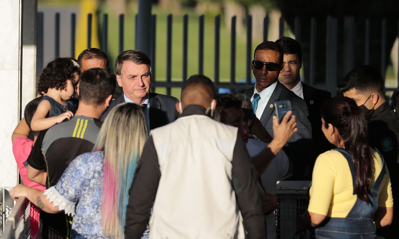 Bolsonaro diz que agressão a jornalistas deve ser punida