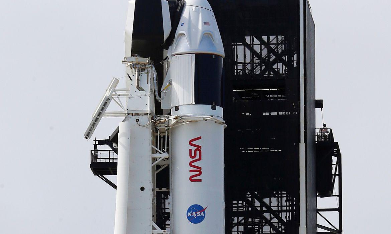 Foguete SpaceX segue para estação espacial com quatro astronautas