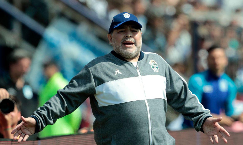 Maradona se recupera de anemia em hospital, revela médico