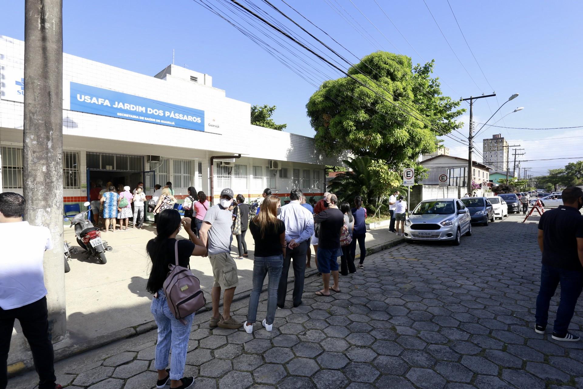 Mais de 10 mil pessoas já foram vacinadas em Guarujá